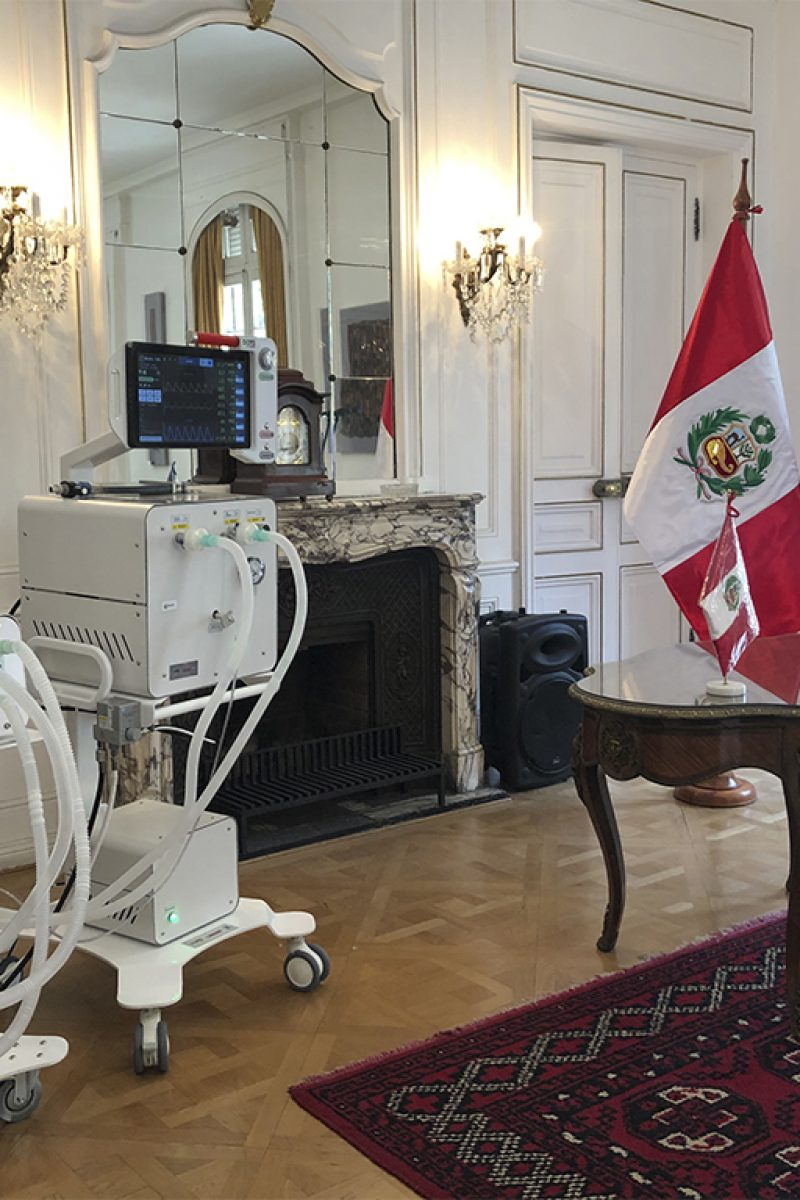 Neyün en Embajada de Perú